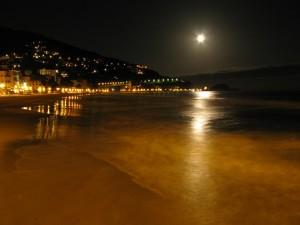 alassio spiaggia in notturna