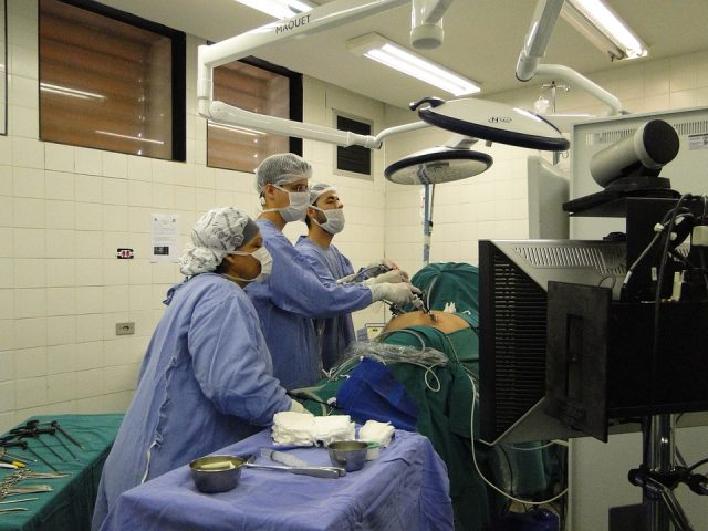 surgery-2058088_960_720