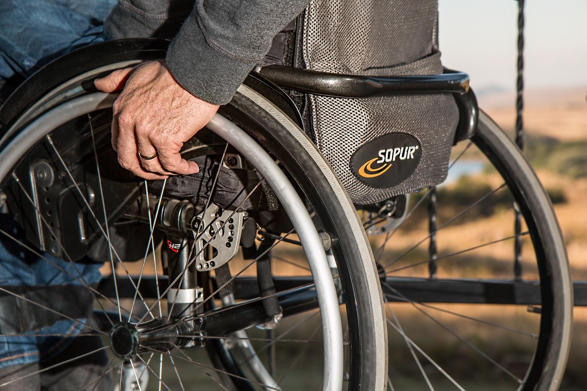 4 wheelchair-749985_1920